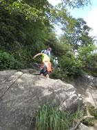 女体山山頂からの下り道