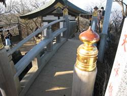 女体山山頂にある橋